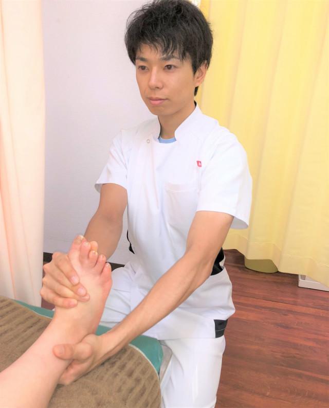 テーピング前の足首の矯正